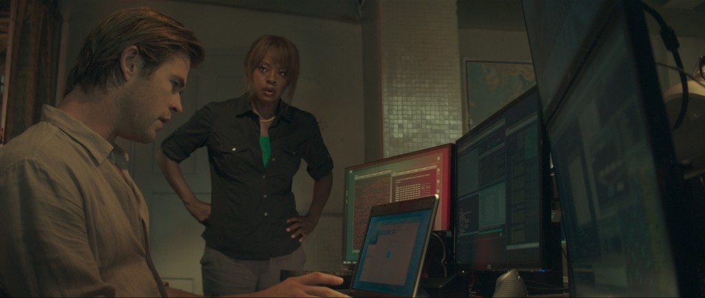 Chris Hemsworth et Viola Davis dans Hacker